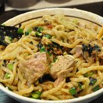 濃厚担々麺はなび 蟹江店 - 説明書きに従って箸とレンゲを使ってかき混ぜます