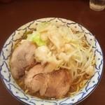 らーめん 陸 - らーめん※麺マシマシ、背脂、野菜少し多め 780円