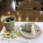 アートウェイ - 料理写真:季節のシフォンケーキとアイスコーヒー。 セットで税込600円。 美味し。