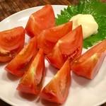 大衆酒場 ひらやま - 「冷やしトマト(アメーラ)」(390円)。