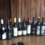 ①本日の前菜に合うグラスワイン赤・白