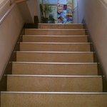カレーショップ 酒井屋 - この階段を上った所が店舗です
