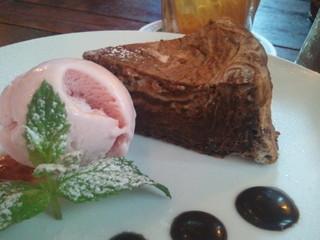 ビジー ビー カフェ - チョコレートチーズブラウニーのケーキセット