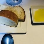 90550284 - パン ハーブのパン はちみつのパン