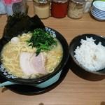 町田商店 - 料理写真:典型的な家系ラーメン