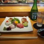 寿司 料理 まるも - 料理写真:お造り盛り合わせ & 冷酒