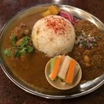 アララギ - ひよこ豆入り豚肉のキーマカレーとチキンカレー