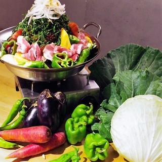 夏限定のスタミナ鍋はオーガニック野菜がおかわり自由!