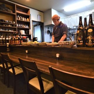 和食料理屋では珍しいオープンキッチン。安全と安心をお客様へ。