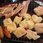 千代乃 - シロコロホルモン、豚カルビ、ソーセージ