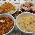 90560989 - 毎度の副食たち。写真左下には赤い悪魔が....