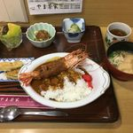 やま茶家 - 料理写真:海老フライカレー(1000円)