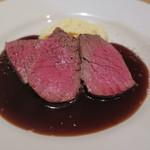 ワインバー 杉浦印房 - 群馬県産エミートの黒毛和牛 ランプ肉のロースト 醤油フォンドヴォーソース2