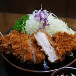 とんかつ太郎 - 料理写真:特製ロースかつ定食