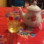 ベトナム料理クアンコム11 - ハス茶が供されます。