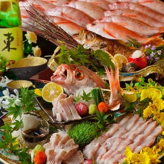 日替海鮮の活き造りなど新鮮魚介が満載のコースは4,500円~