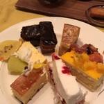 90571133 - デザートのケーキたち