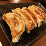 鳥道酒場 - 自慢の鶏餃子 ¥390