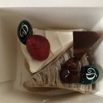 カフェ・ダウニー - 上から苺のショート 420円、モンブランショート 450円