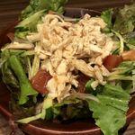 個室ワインバル ハングリーチキン - 蒸し鶏の梅肉サラダ