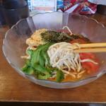 沖縄そば食堂 海辺のそば屋 - 沖縄そばで中華そば(麺リフト)