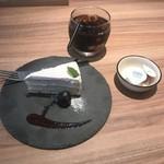 ドマーニ・ドゥエ - 本日のドルチェ(ケーキとティラミスから選べます)