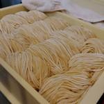 ラーメン哲史 - 熟成中の麺