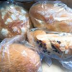 90588152 - 今回購入したパン4つ