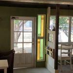 ピッコロット&グリーンハウスカフェ - 全体的にシックなアンティーク調