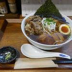 麺屋 猪一 - 今回は豪華に「和牛そば (濃い口黒醤油)」1200円を注文。