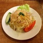 ツナパハ+2 - 【セットのサラダ】手作りドレッシングのシンプルサラダです。