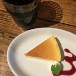 ピッツェリア・バール・レ・ナポリ - アイスコーヒーとドルチェ 嬉しい(´ω`(´ω`)