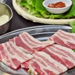女性に人気!サムギョプサルで野菜もお肉もたくさん食べよう!