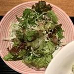 焼はまぐりる - 葉物サラダ