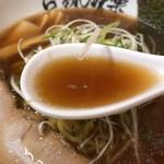 味楽 - 焼き醤油らーめんのスープ