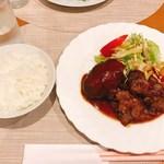 辰五郎 - ハンバーグステーキと牛肉の照り焼きステーキ