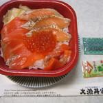 90607505 - 本日のおすすめ サーモン親子丼 540円