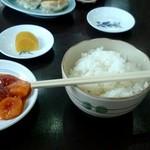 珍満飯店 - 料理写真:ご飯とエビチリ