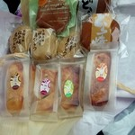青木菓子店 - パイ饅頭左から白花豆、大納言、うぐいす豆、金時