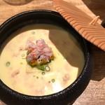 フランス料理 サンク - とうもろこしの冷製スープ  下には自家製玉子豆腐・焼きとうもろこし・上には松葉カニのほぐし身