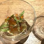 フランス料理 サンク - シマアジとイクラ  香草とアーモンドのモホソースで