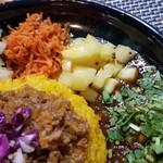 90621018 - カレー定食2種盛+季節のポテサラ+フレッシュパクチー