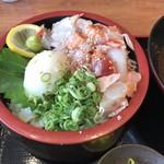 魚輝水産 - 漁師丼