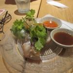 Rice people,Nice people! - おつまみ一品目は生春巻き、タイ料理には欠かせない一品ですね。