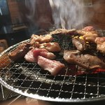 焼肉の田口 - 七輪焼の醍醐味は煙と炎のイリュージョンだ
