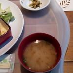 博多フードパーク 納豆家 粘ランド - お味噌汁&漬物