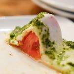 LOUIS PRIMA - モッツァレラとトマト モッツァレラチーズの中にトマトが入っています。