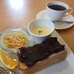 香蔵珈琲店 - ブレンドコーヒー400円と小倉トーストのモーニング