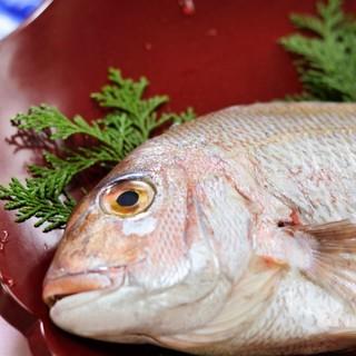 愛媛県宇和島産の鯛を使用。