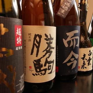 厳選の日本酒は、訪れるたびに味わえる一杯を